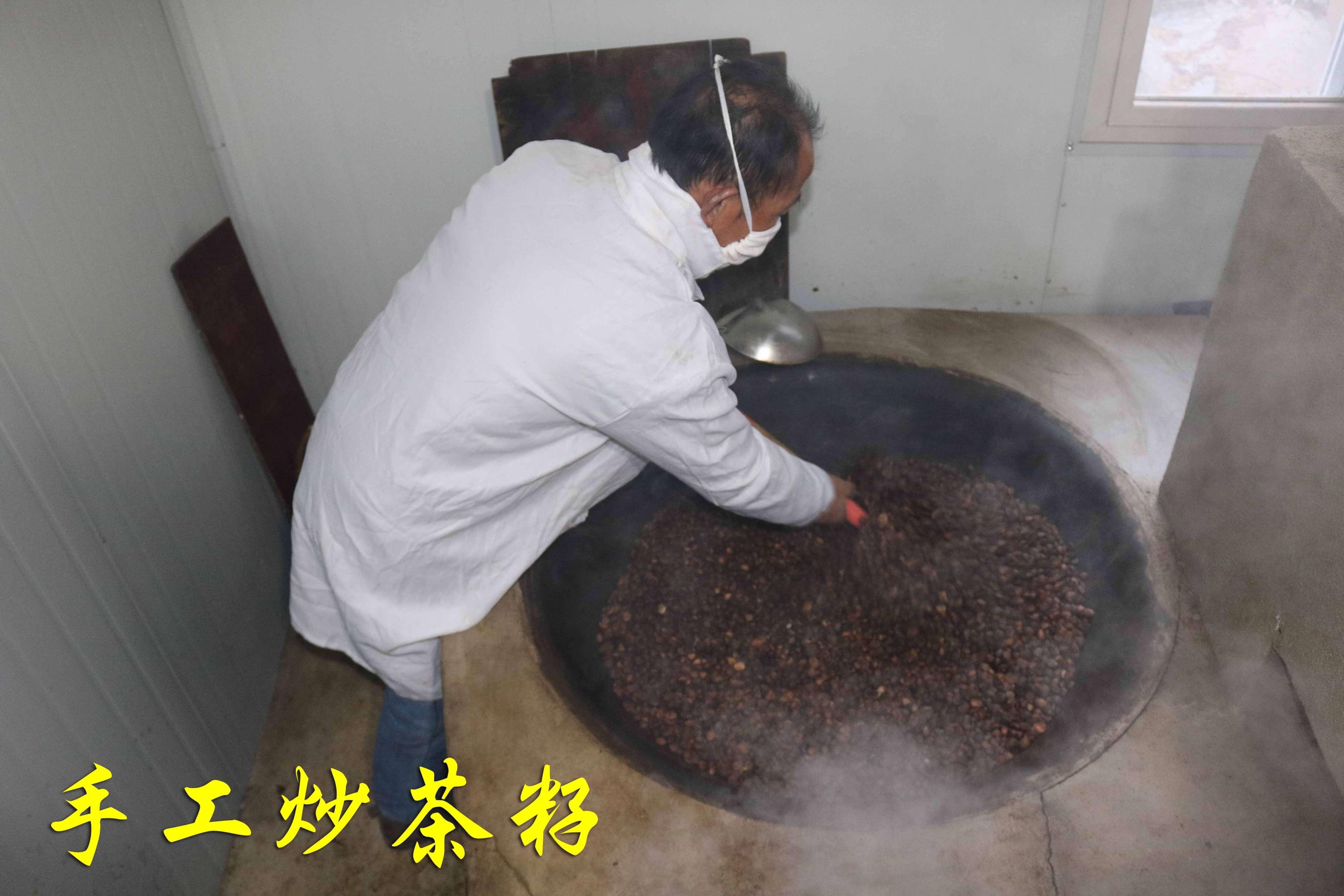 手工炒茶籽.JPG